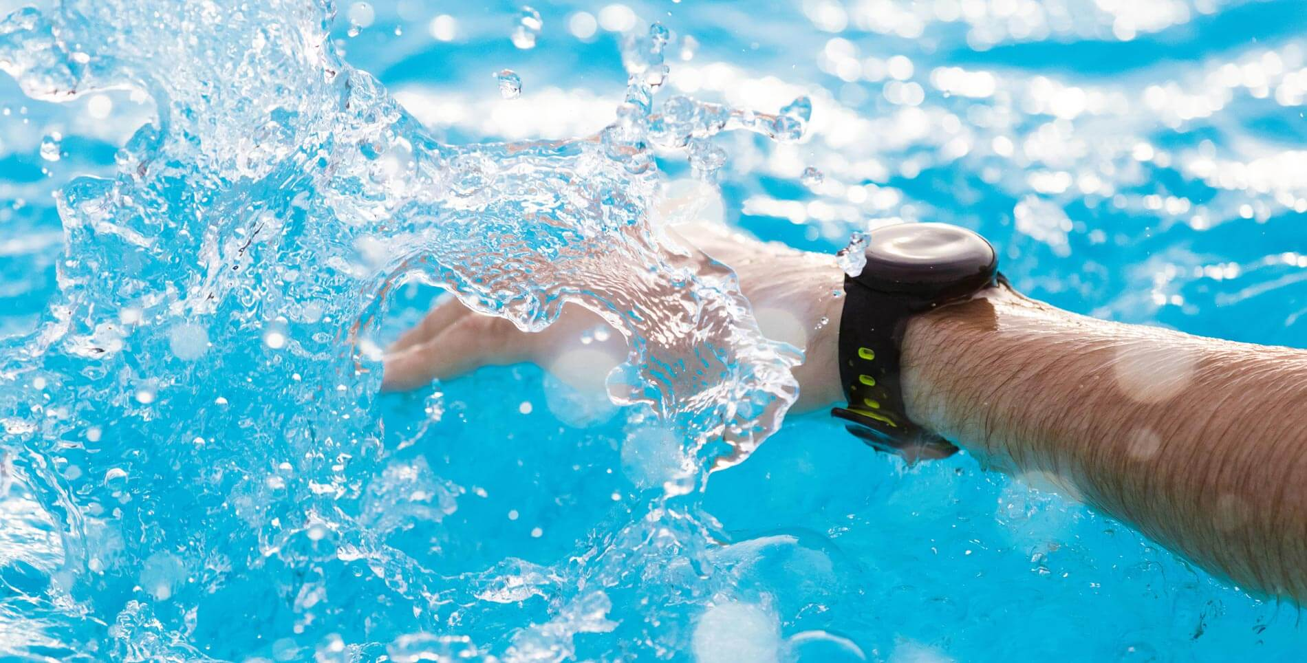 The different between Smartwatch with waterproof and water-resistant