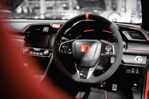 How to choose the size of a steering wheel cover?