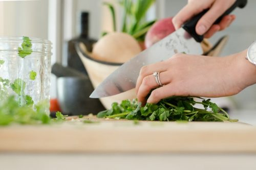 What is the difference between a chef knife and a simple knife?