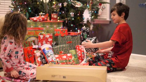 Gift Giving in the Eyes of Children | Give Gifts on Christmas